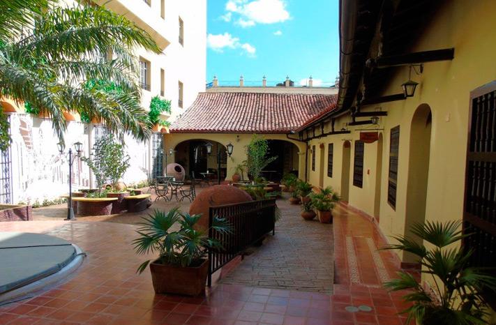 Hotel E Colonial